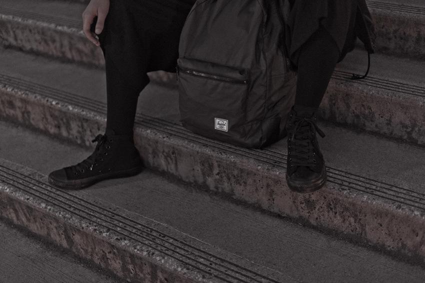Herschel Supply — skládací batoh, reflexní, černý — Day/Night — Packable Daypack