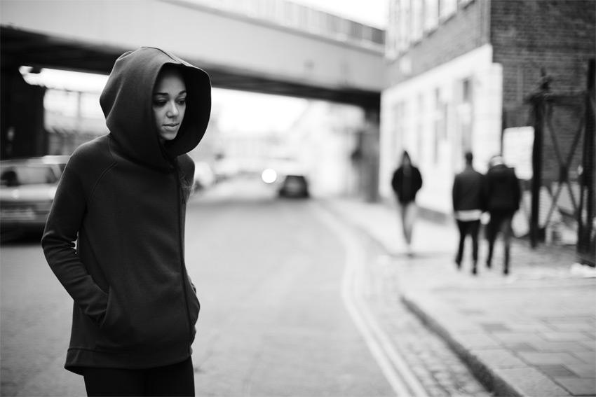 Nike Sportswear Tech Pack Fall 2015 — černá dámská mikina s velkou kapucí — sportovní oblečení — podzim 2015