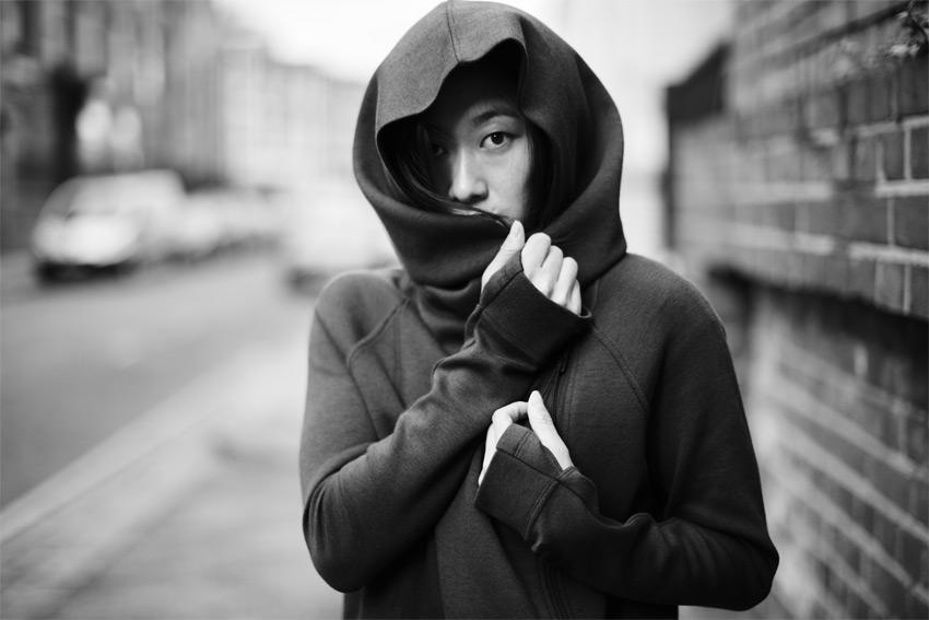 Nike Sportswear Tech Pack Fall 2015 — dámská černá mikina s velkou kapucí — sportovní oblečení — podzim 2015