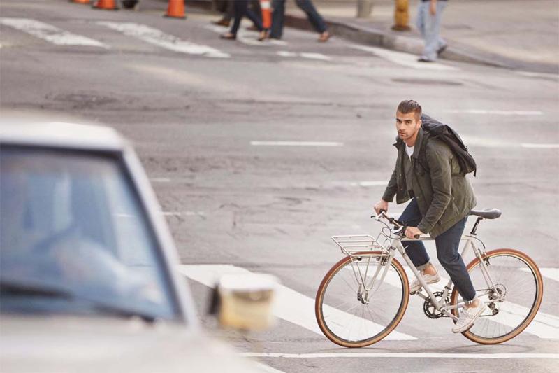 Levi's — pánská zelená bunda, modré strečové kalhoty, rifle, jeansy, džíny — cyklistické oblečení — podzim 2015