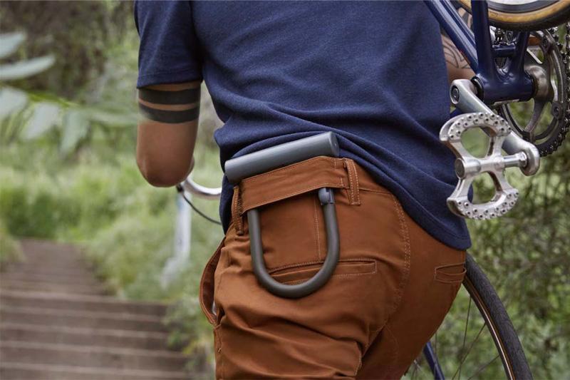 Levi's — pánské kalhoty, strečové jeansy (džíny), rifle, hnědé, modré tričko — cyklistické oblečení — podzim 2015