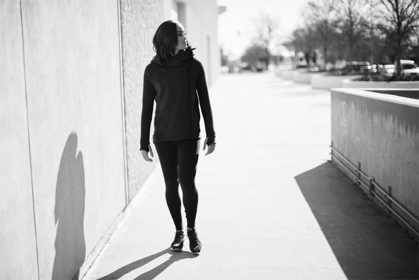 Nike Sportswear Tech Pack Fall 2015 — černá dámská mikina s kapucí — sportovní oblečení — podzim 2015