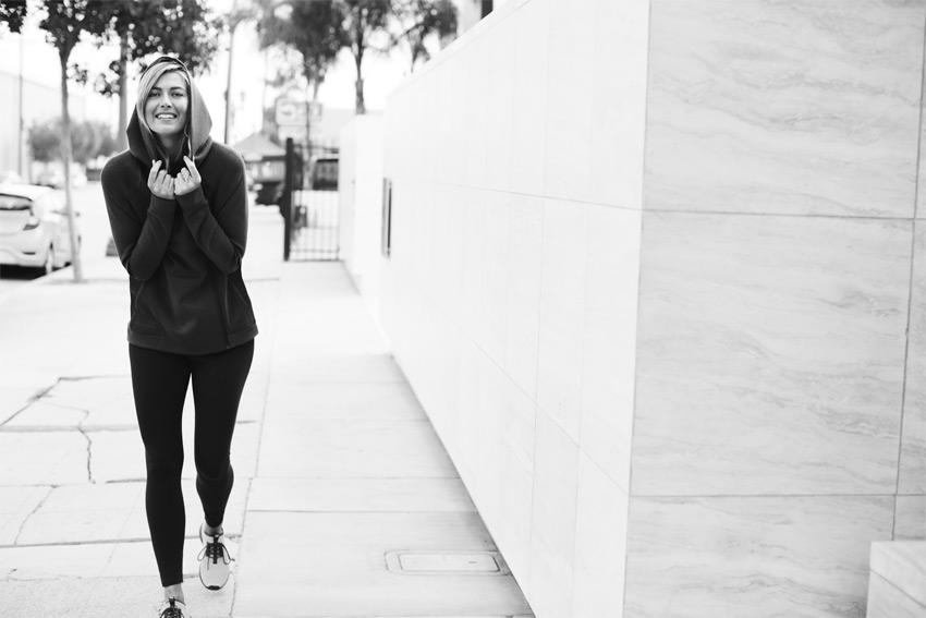 Nike Sportswear Tech Pack Fall 2015 — dámská černá mikina s kapucí — sportovní oblečení — podzim 2015