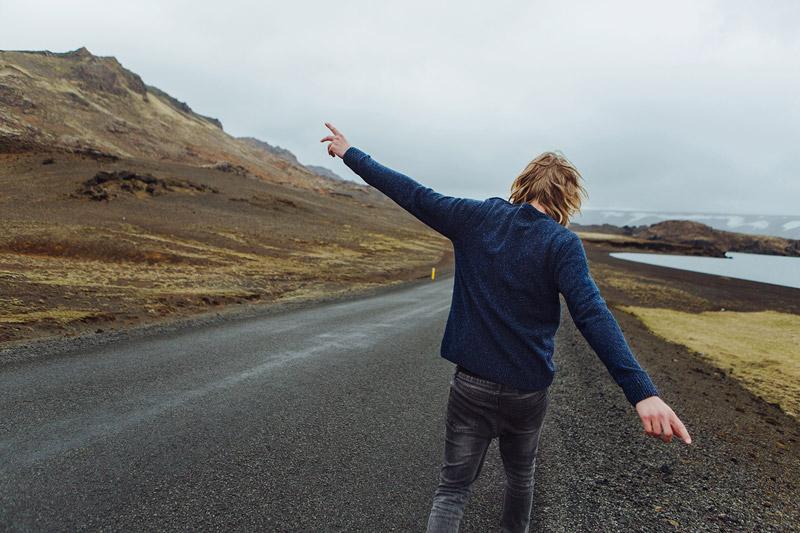 Olow — pánský modrý svetr, tmavě šedé skinny džíny (jeansy) — pánské oblečení — lookbook podzim/zima 2015