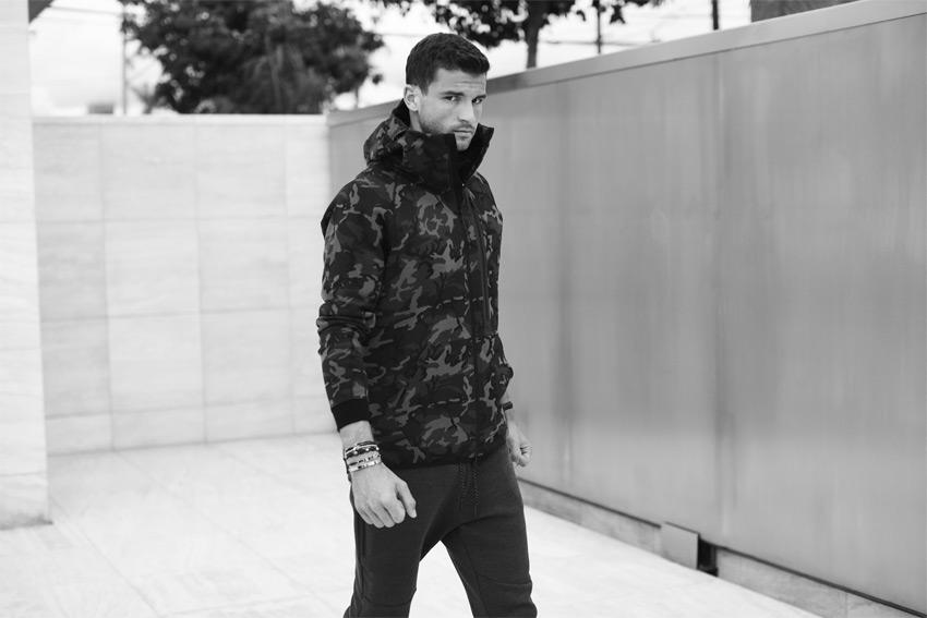 Nike Sportswear Tech Pack Fall 2015 — maskáčová bunda s kapucí — sportovní oblečení — podzim 2015
