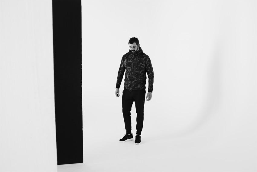 Nike Sportswear Tech Pack Fall 2015 — sportovní maskáčová bunda s kapucí — sportovní oblečení — podzim 2015