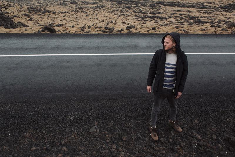 Olow — pánská černá parka s kapucí, tmavě šedé skinny džíny (jeansy) — pánské oblečení — lookbook podzim/zima 2015