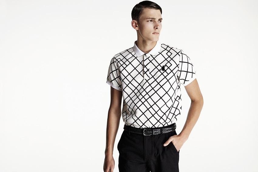 Daily Paper — bílé polotričko s límečkem, černé čáry — podzimní oblečení — 2015