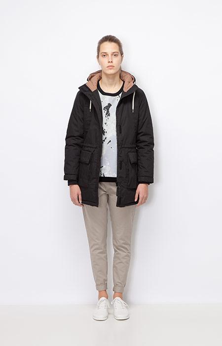 Ucon Acrobatics — dámská zimní bunda/parka s kapucí, černá — šedé, khaki kalhoty, dámské — dámské oblečení podzim/zima 2015
