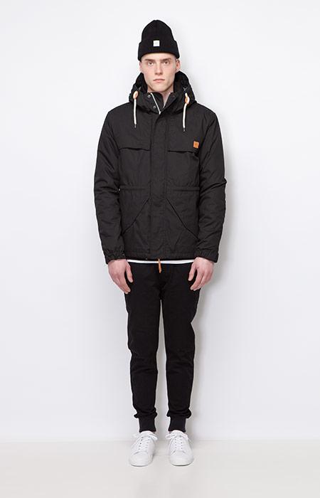 Ucon Acrobatics — pánská zimní bunda/parka s kapucí, černá — joggers kalhoty, černé — pánské oblečení — podzim/zima 2015