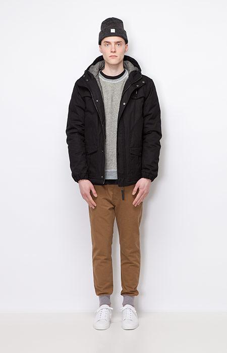 Ucon Acrobatics — pánská zimní bunda/parka s kapucí, černá — joggers kalhoty, hnědé — pánské oblečení — podzim/zima 2015