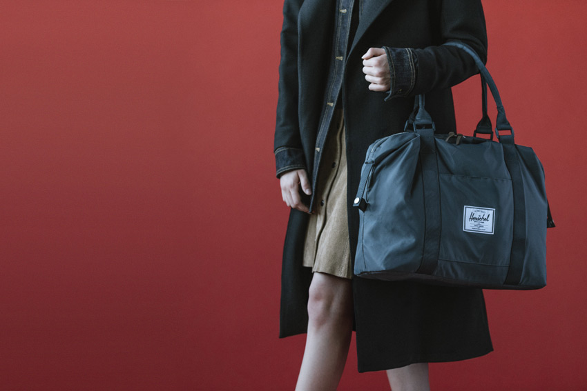 Herschel Supply — stylové nylonové batohy a tašky — cestovní taška — Strand Duffle