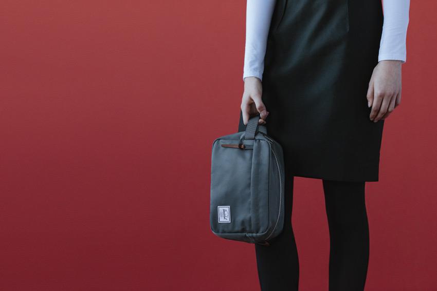 Herschel Supply — stylové nylonové batohy a tašky — cestovní toaletní taška — Chapter Travel Kit