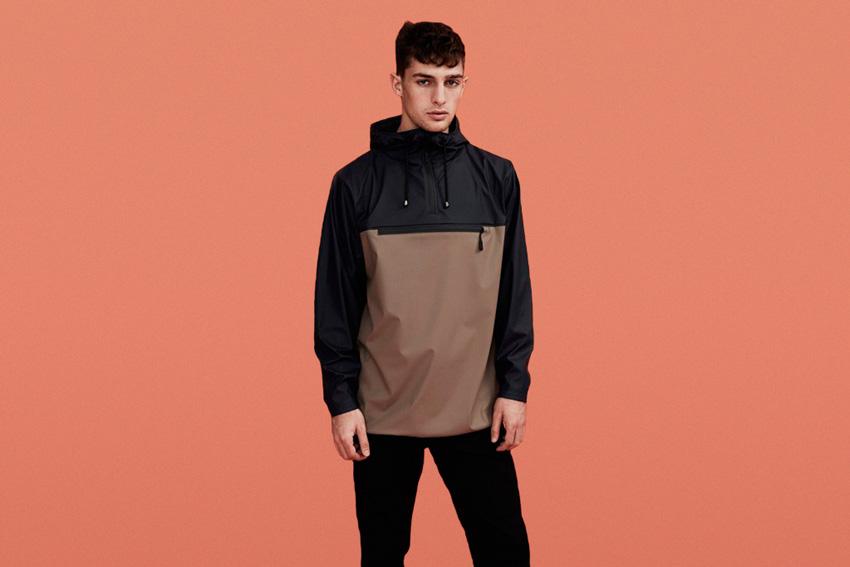 Rains — pánská nepromokavá bunda bez zapínání, s kapucí, černo-hnědá — podzim/zima 2015 — rain jacket — fall/winter