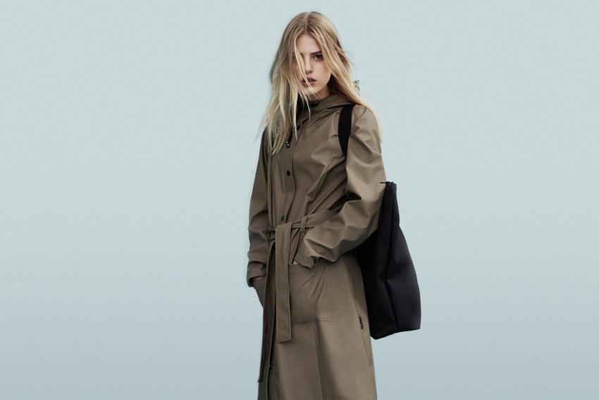 Rains — dámský dlouhý nepromokavý kabát s kapucí, dámský pršiplášť, hnědý, kaki — podzim/zima 2015 — raincoat — fall/winter
