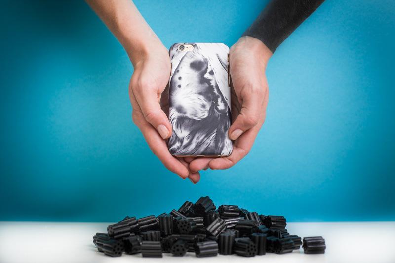 Retart — kryt na iPhone 4/4s, iPhone 5/5s, iPhone 6/6s — bílo-šedý kryt na mobil s ulistrací — iPhone case — Boris Sirka