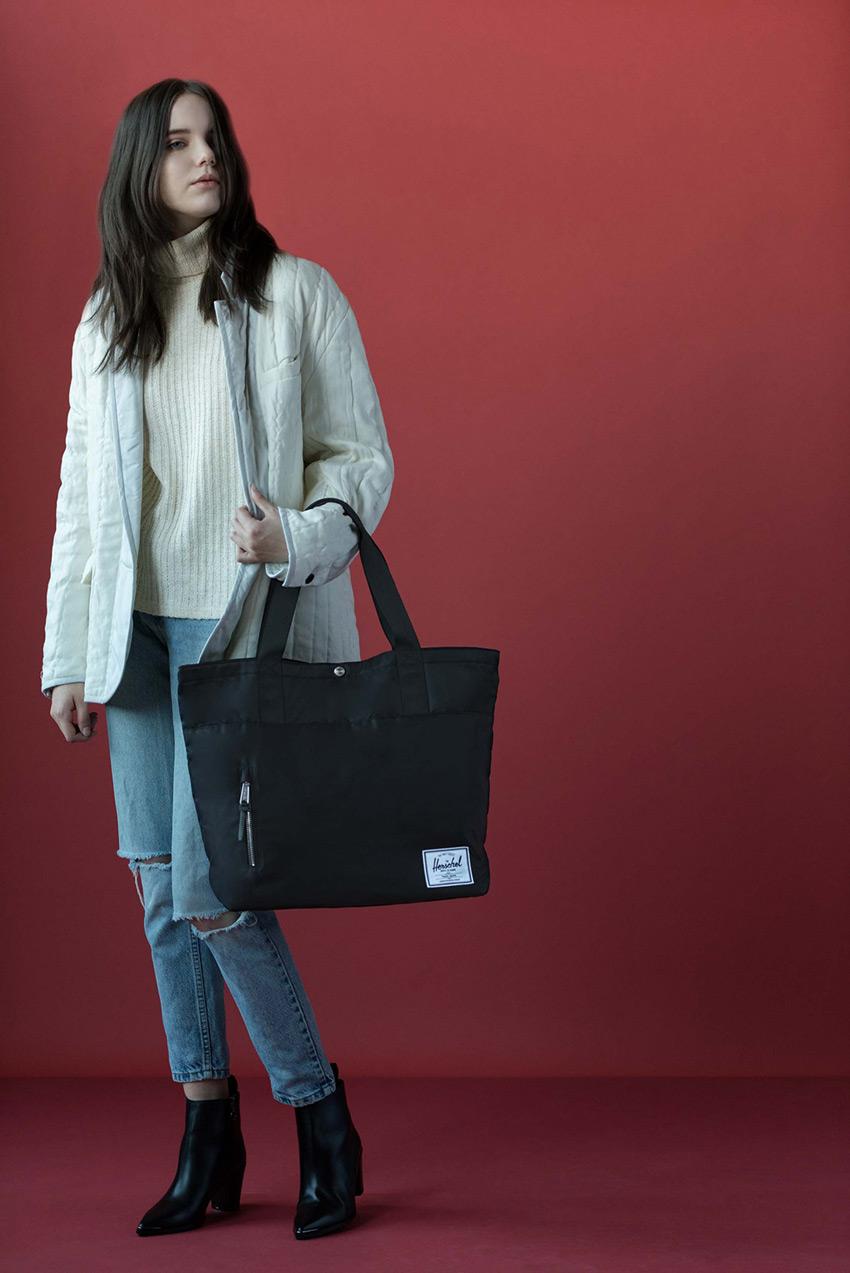 Herschel Supply — stylové nylonové batohy a tašky — nákupní městská taška — Alexander Tote