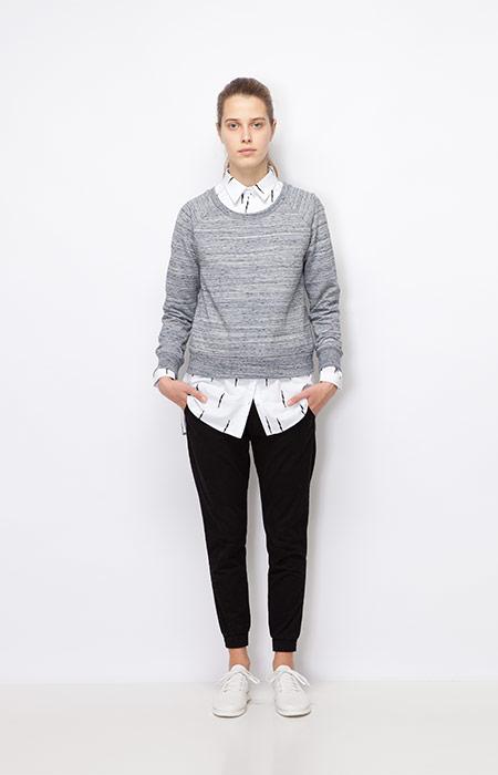 Ucon Acrobatics — dámský melírový šedý svetr — dámské černé joggers kalhoty — dámské oblečení podzim/zima 2015