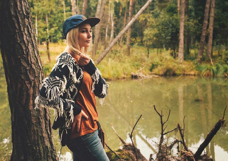Supersklep.cz — lookbook podzim 2015 — dámský černobílý svetr cardigan (kardigan) se střapci