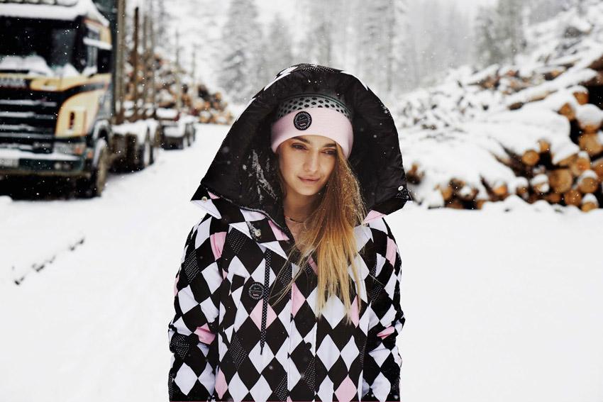 Femi Pleasure — dámská dlouhá zimní bunda s kapucí, červeno-růžovo-bílá — dámské oblečení podzim/zima — fall/winter 2015