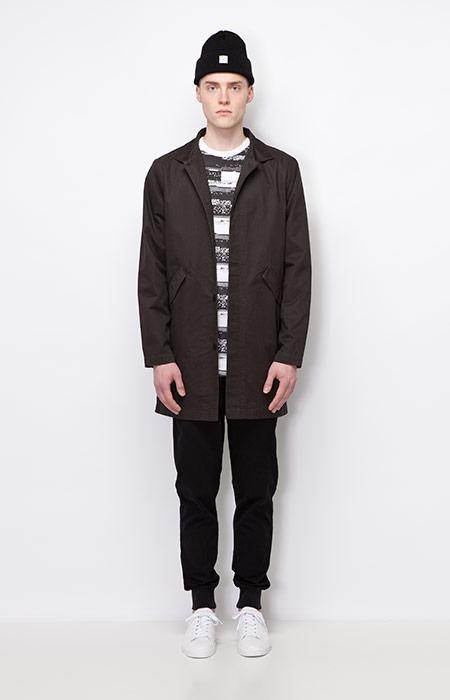 Ucon Acrobatics — dlouhá podzimní bunda bez kapuce, černý kabát — černé kalhoty joggers — pánské oblečení — podzim/zima 2015