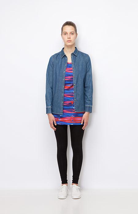 Ucon Acrobatics — jeansová košile, dámská — barevné modro-červené šaty — dámské oblečení podzim/zima 2015