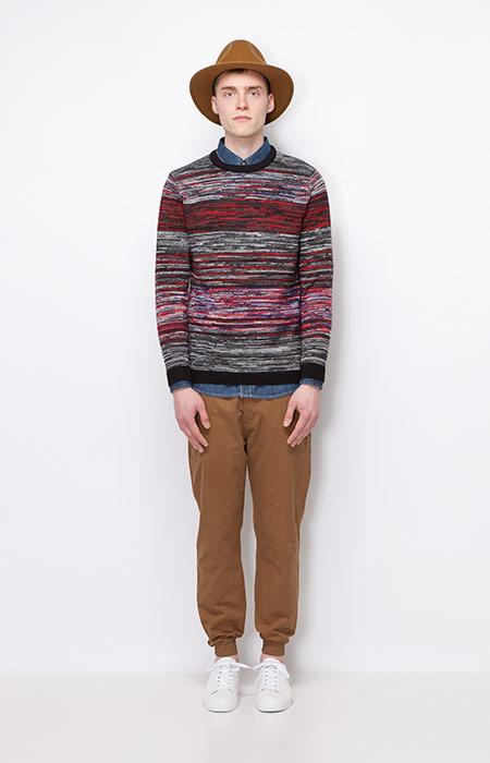 Ucon Acrobatics — barevný pánský svetr — hnědé kalhoty joggers — pánské oblečení — podzim/zima 2015