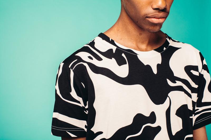 Kutula — černobílé pánské tričko, maskáčový vzor — camouflage print, camo
