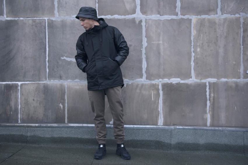 Backyard Cartel — černá parka s kapucí, fishtail — pánská zimní bunda