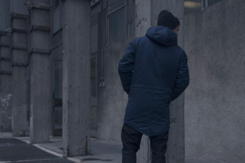 Backyard Cartel — modrá zimní bunda, street — pánská fishtail parka s kapucí