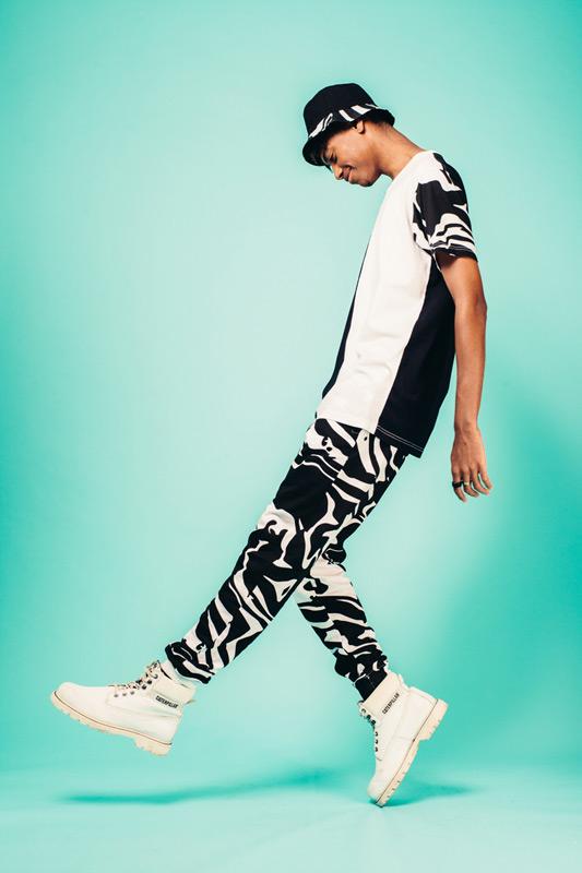 Kutula — maskáčové joggers kalhoty, černo-bílé, tričko — camouflage print, camo