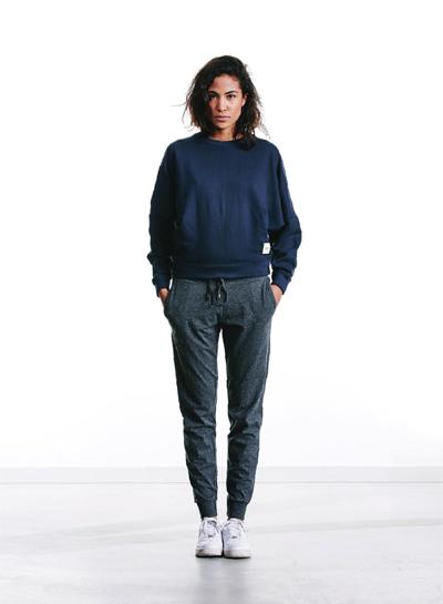 Wemoto — dámský svetr, modrý — tmavě šedé tepláky — podzim/zima 2015