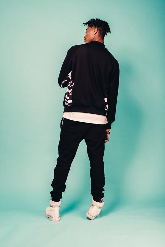 Kutula — černý bomber, maskáčový, černé kalhoty joggers — camouflage print, camo