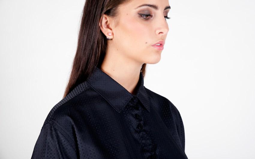 Pattern — tmavě modrá košile s jemným vzorem — dámská