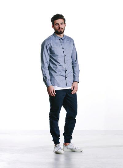 Wemoto — pánská košile s dlouhým rukávem, šedá — kalhoty joggers, tmavě modré — podzim/zima 2015