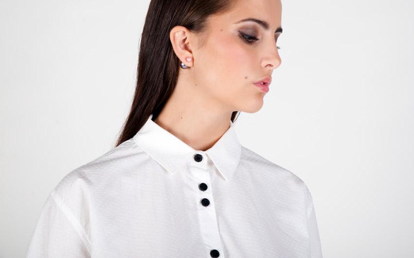 Pattern — bílá dámská košile s dlouhým rukávem — jemný vzor