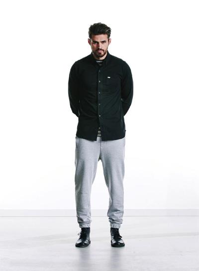 Wemoto — pánská černá košile s dlouhým rukávem — joggers tepláky, šedé — podzim/zima 2015