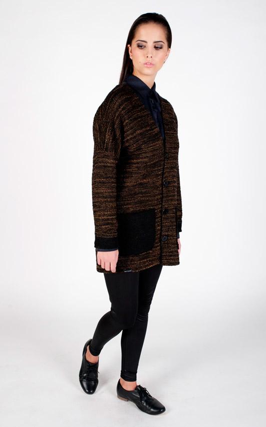 Pattern — dámský svetr s knoflíčky, vlněný kardigan s kapsami — černo-hnědý
