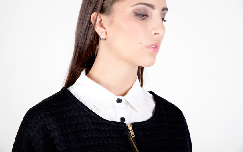 Pattern — dámský svetr, embosovaný vzor, cardigan s kapsami, svetr se zipem, waffle — černý