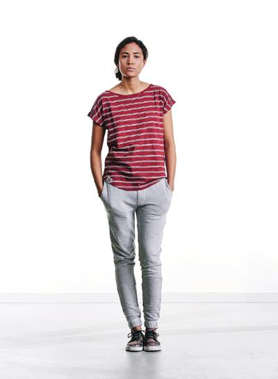 Wemoto — dámské červené tričko s pruhy — joggers tepláky, šedé — podzim/zima 2015