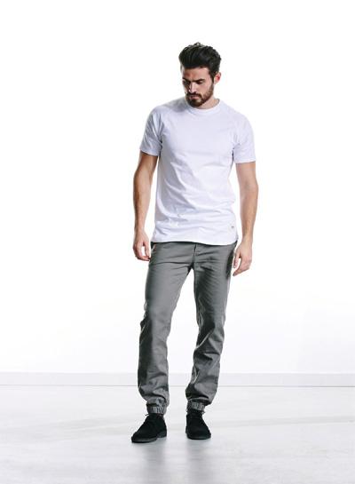 Wemoto — šedé kalhoty joggers, pánské — bílé tričko — podzim/zima 2015