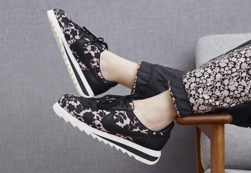 Nike x Liberty — dámské boty a sportovní oblečení se vzorem Cameo