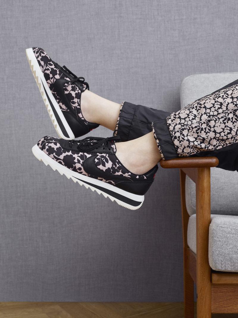Liberty London x Nike Cortez Epic Tan Cameo Maxi Print — dámské tenisky se vzorem, světle hnědé, černé — boty, sneakers