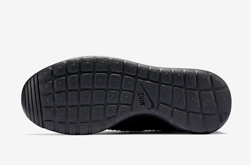 Nike Roshe One DMB — černá podrážka wafle — Diamondback Triple Black — detail