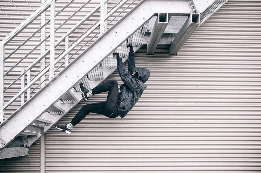 Turbokolor x Nawer — pulovr (pullover), černá bunda s kapucí se vzorem — černé joggers kalhoty — City Birch Camo Pack — street oblečení, móda
