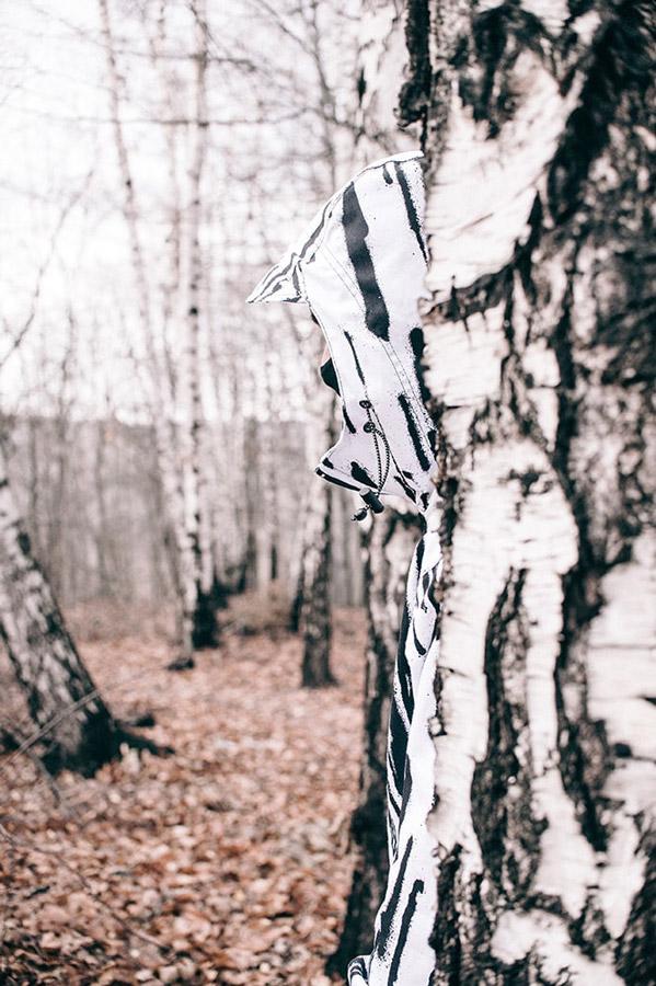 Turbokolor x Nawer — bílá bunda s černými pruhy s kapucí, pulovr (pullover) — City Birch Camo Pack — street oblečení, móda