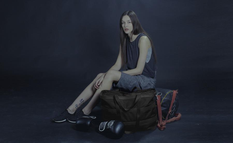 PX — Invisible Duffel — cestovní taška do ruky i přes rameno, menší, nepromokavá (voděodolná) — černá, z nylonu