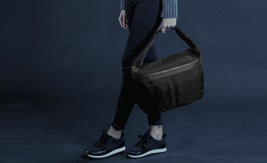 PX — Invisible Messenger — černá taška přes rameno — z nylonu, voděodolná, nepromokavá