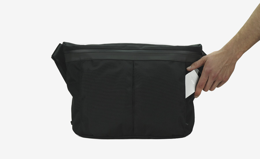 PX — Invisible Messenger — nepromokavá černá taška přes rameno — nylonová