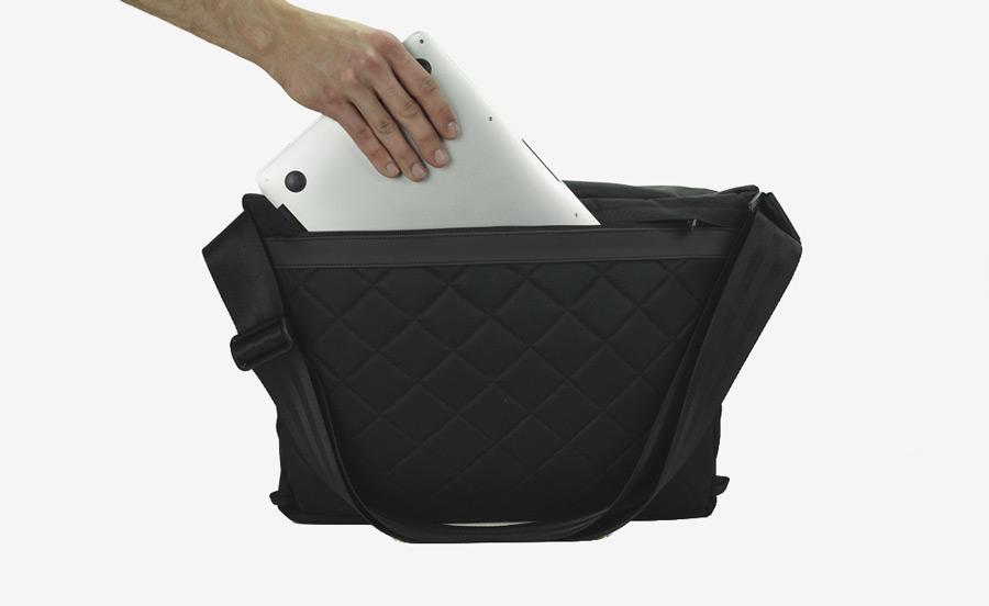 PX — Invisible Messenger — taška přes rameno, černá — z nylonu, voděodolná, nepromokavá